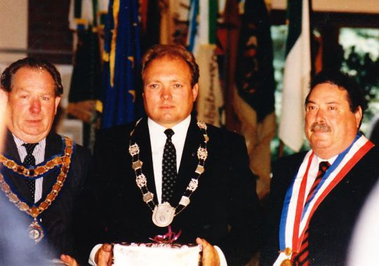 Die drei aktuellen Bürgermeister anläßlich der Verleihungszeremonie. Terry Wilding, Swaffham, Paul Neese, Hemmoor und Roger Senelier, Couhé