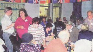 Schon kurz nach ihrer Ankunft wurden die französischen und englischen Gäste von der Stadt im Hemmoorer Ratssaal begrüßt. Foto: Poit (Das Bild entstand allerdings anlässlich des Essens mit dem Verschwisterungsclub)